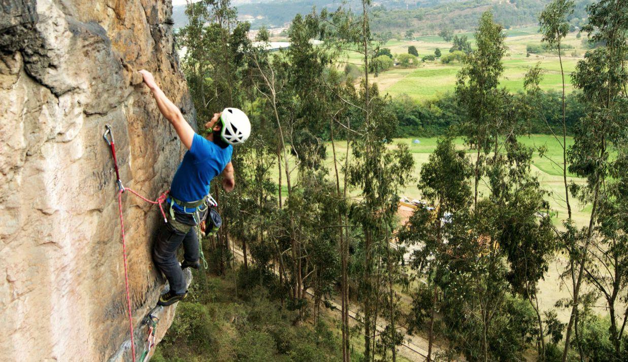 Escalada rock climbing suesca